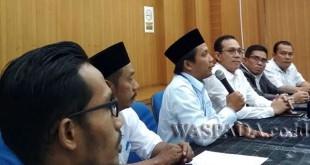 Gus Irawan Pasaribu (tengah) saat melakukan pertemuan di PLN Padang Sidempuan, Minggu (12/11) kemarin. (WOL Photo/Ist)