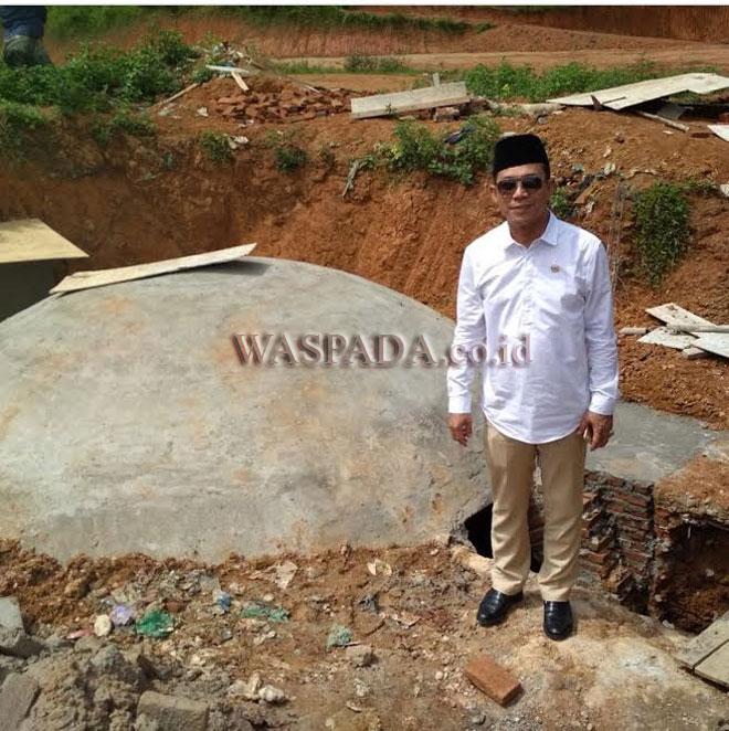 Gus Irawan Pasaribu saat melakukan peninjauan ke IPAL Pesantren Mustofawiyah Purba Baru Mandailing Natal. (WOL Photo/Ist)