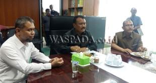 Ketua Komisi D Periode 2018, Parlaungan Simangunsong (tengah), Sekretaris, Salman Alfarisi (kiri) dan Maruli Tua Tarigan (kanan)