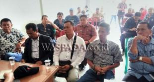 """Lima Cakades siap """"bertarung"""" di Tanjung Gusta, Kecamatan Sunggal, Kabupaten Deliserdang. (WOL Photo/Gacok)"""