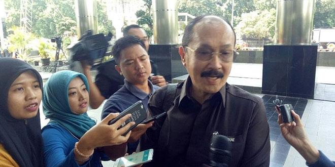 Kuasa hukum Setya Novanto, Fredrich Yunadi saat menyambangi Gedung KPK di Kuningan, Jakarta Selatan. (Foto: Arie Dwi Satrio/Okezone)
