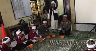 Ustad Salman memberikan tausyah dalam acara peringatan Maulid Nabi Muhammad SAW 1439 H yang dilaksanakan Polsek Medan Sunggal.(WOL. Photo/Gacok)