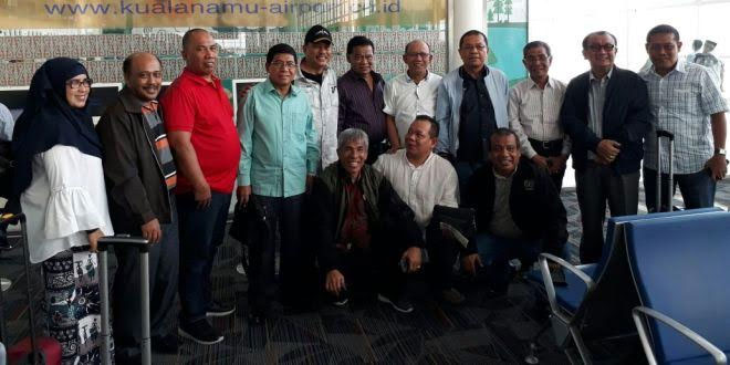 Tim pemenangan dari Sumut sebelum bertolak ke Manado dan Gorontalo menjemput surat dukungan Aceh-Sumut sebagai tuan rumah PON XXI mendatang. (foto: istimewa)