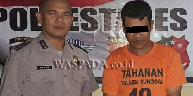 Petugas SPKT Polsek Medan Sunggal interogasi tersangka kasus tindakan kriminal. (WOL. Photo. Gacok)