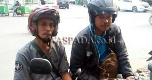 Dua driver Grab Bike, Hendrik Hutapea SH (kiri) dan Nicolas Saragih (kanan) usai memberikan keterangan kepada Waspada Online. (WOL Photo/Gacok)