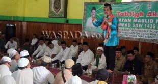 Ustad H. Muhammad Nur Maulana ketika menyampaikan ta   usiyah di Masjid Agung Binjai dihadiri Gubsu HT Erry Nuradi dan Sekdako M. Mahfullah P Daulay. (WOL Photo)