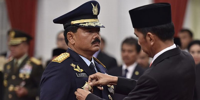 Presiden RI Joko Widodo melantik Marsekal Hadi Tjahjanto sebagai Panglima TNI menggantikan Jenderal Gatot Nurmantyo. (Foto: Antara)