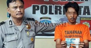 Petugas Sabhara Polsek Medan Sunggal giring tersangka tindak kejahatan untuk dijebloskan ke ruang tahanan.(WOL Photo/Gacok)