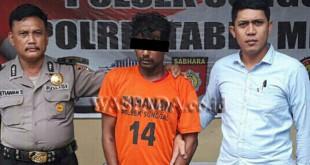 Penyidik Pembantu Reskrim bersama anggota Sabhara Polsek Medan Sunggal mengintrogasi tersangka curanmor. (WOL. Photo/Gacok).