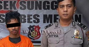 Petugas SPKT Polsek Medan Sunggal usai menginterogasi tersangka pencabulan pelajar SMP, (31/12). (WOL Photo/Gacok)