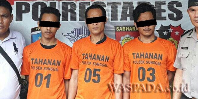 Polisi amankan tiga tersangka kasus narkoba jenis sabu. (WOL Photo/Gacok)