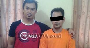 Penyidik Pembantu Reskrim Polsek Medan Baru boyong tersangka narkoba. (WOL. Photo/Gacok)