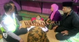 Kecelakaan lalu lintas, 1 tewas serta luka berat/ringan dan terlihat mayat korban dibawa ke rumah duka. (WOL Photo/Gacok)