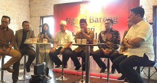 """Lembaga Survei KedaiKopi menggelar diskusi bertajuk :Dari Seberang Istana 2019, Selain Jokowi dan Prabowo, Siapa Berani"""" di kawasan Jalan Juanda, Gambir, Jakarta Pusat."""