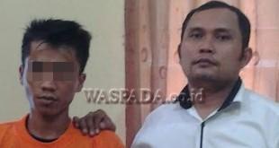 Penyidik Pembantu Reskrim Polsek Medan Baru membawa tersangka.(WOL Photo/Gacok)