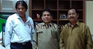 Kepala Inspektorat Provsu Dr OK Hendry diabadikan bersama Baharuddin Saputra SH dan Mangatas Pasaribu. (WOL Photo/Gacok)