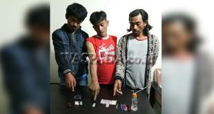Tiga tersangka kasus narkoba bersama barang bukti diamankan Timsus Reskrim Polsek Berastagi. (WOL Photo/Gacok)