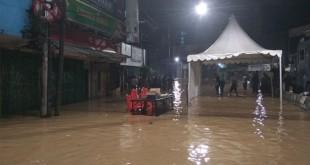 Banjir di Kampung Melayu. Foto Okezone/Badriyanto