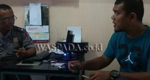 Yudhistira Adi Nugraha alias Yudhistira (38) sedang membuat pengaduan di SPKT Polsek Medan Baru. (WOL. Photo/Gacok).