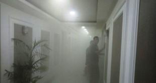 Lantai 4 Gedung Nusantara III DPR dipenuhi asap (foto: Istimewa)