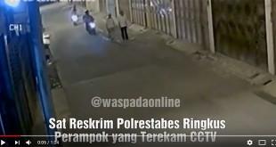 Screenshot-2018-3-16-Polisi-Ringkus-Perampok-yang-Terekam-CCTV-#waspadaonline-#beritamedan-#polrestabesmedan-#medan---YouTube