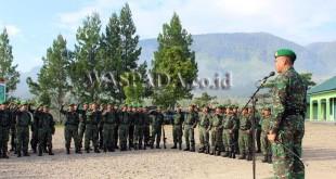 Letkol Inf Muhammad Faisal Nasution SIP saat memberikan Jam Komando, di hadapan prajurit TNI Kodim 0113/ Gayo Lues, Senin (26/3). (WOL Photo/Bustanuddin)