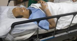 Novel Baswedan terbaring di ranjang usai dioperasi. (Foto: Humas KPK)