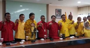 Pengurus DPP PDIP dan Golkar berfoto bersama (Bayu/Okezone)