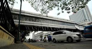 Jembatan penghubung dari Lapangan Merdeka ke Stasiun Kereta Api (skybrige) di Jalan Stasiun Medan yang kondisinya kini sangat memprihatinkan. (WOL Photo/Ega Ibra)