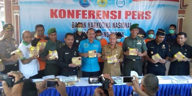 Irjen Arman Depari bersama aparat saat rilis hasil penangkapan bandar sabu Aceh (Foto: Ist)
