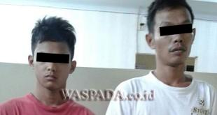 Kedua tersangka pencuri diamankan.(WOL. Photo/Gacok)