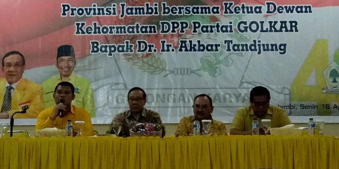 Ketua Dewan Kehormatan Golkar Akbar Tandjung di Jambi (Foto:Azhari/Okezone)