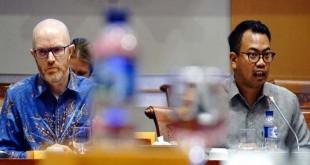 Kepala Kebijakan Publik untuk Indonesia Ruben Hattari dan Vice President of Public Policy untuk Asia Pasifik Simon Milner saat RDP dengan Komisi I DPR
