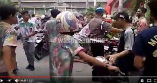 Screenshot-2018-4-5-(1)-Polisi-Bubarkan-Aksi-Coret-coret-Siswa-di-Lapangan-Merdeka---YouTube