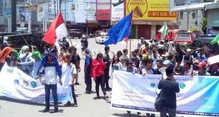 Mahasiswa yang tergabung dalam Cipayung Plus Kota Medan menggelar aksi damai di Bundaran Jalan Gatot Subroto Medan.