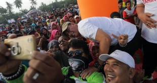 Calon Gubernur Sumut Edy Rahmayadi disambut antusias ribuan masyarakat Batubara saat menghadiri Jalan Santai Eramas, Minggu (22/4). (WOL Photo/Ist)