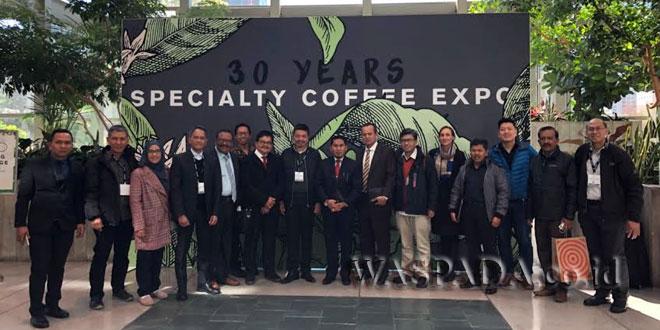 Bupati Gayo Lues  H. Muhammad Amru saat menghadiri Specialty Coffee Association (SCA) Coffee Expo di Seattle, Amerika Serikat 19-22 April 2018, bersama rombongan Gubernur Aceh Irwandi Yusuf. (WOL Photo/Ist)