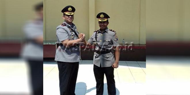 Upacara serah terima jabatan tampak salam komando, Kapolsek Medan Kota dari Kompol Martuasah Hermindo Tobing kepada Kompol Revi Nurvelani. (WOL Photo)