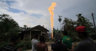 Sumur minyak meledak di Aceh. (Foto: Antara)