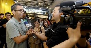 Calon wakil gubernur Sumatera Utara, Sihar Sitorus, saat menikmati Kedai Rakyat Spektakuliner 3 in 1 di Jalan Iskandar Muda, Sabtu (26/5) sore. (WOL Photo/Ist)