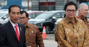 Jokowi bersama Ketua Umum Partai Golkar Airlangga Hartanto (Foto: Okezone)
