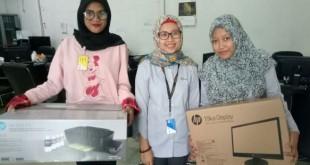 Pengurus BEM STIK-P Medan menerima bantuan Program CSR dari Pertamina MOR I Sumbagut, Senin (21/5). (FOTO: Hardi Bukit)