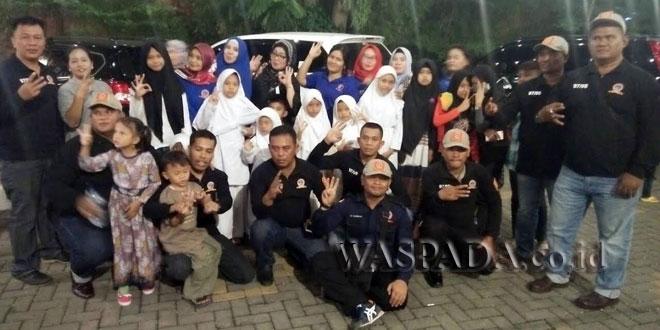 WTT Poldasu berbuka puasa bersama anak yatim piatu dan sekaligus memberikan santunan.(WOL Photo/Gacok)