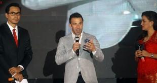 Pemain bola asal Italia, Alessandro Del Piero pada acara galang dana untuk korban Sinabung bersama para fans di Hotel JW Marriott Medan, Jumat malam  (18/5). (WOL Photo/Ist)