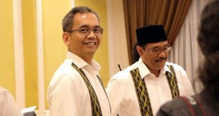 Pasangan gubernur dan wakil gubernur Sumatera Utara, Djarot Syaiful Hidayat-Sihar Sitorus disela-sela persiapan debat publik kedua di Hotel Adi Mulya, Sabtu malam (12/5). (WOL Photo/Ist)
