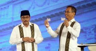 Pasangan gubernur dan wakil gubernur Sumatera Utara, Djarot Syaiful Hidayat-Sihar Sitorus saat acara debat publik kedua yang digelar KPU Sumut di Hotel Adi Mulya, Sabtu malam (12/5). (WOL Photo/Ist)