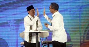 Pasangan gubernur dan wakil gubernur Sumatera Utara, Djarot Syaiful Hidayat-Sihar Sitorus terlihat kompak saat acara debat publik kedua yang digelar KPU Sumut di Hotel Adi Mulya, Sabtu malam (12/5). (WOL Photo/Ist)