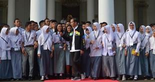 Para siswa bertemu Presiden Jokowi di Istana Bogor (Wahyu/Antara)