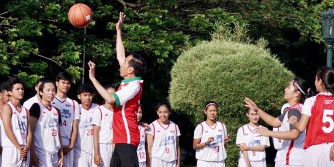 Presiden Jokowi main basket di istana bogor (foto: Laily Rachev/Biro Pers Setpres)