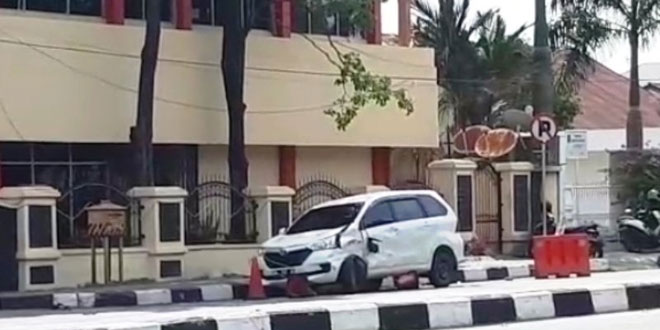 Mobil yang digunakan pelaku untuk lakukan aksi teror (Foto: Ist)
